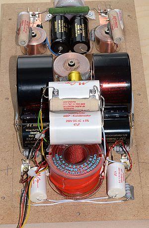 Die symmetrische Frequenzweiche einer Ecouton LQL 70